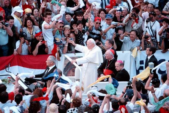 giovanni-paolo-ii-incontra-i-movimenti-ecclesiali